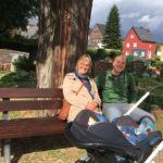 Friedhof-Gartenbank restauriert und verschönert.